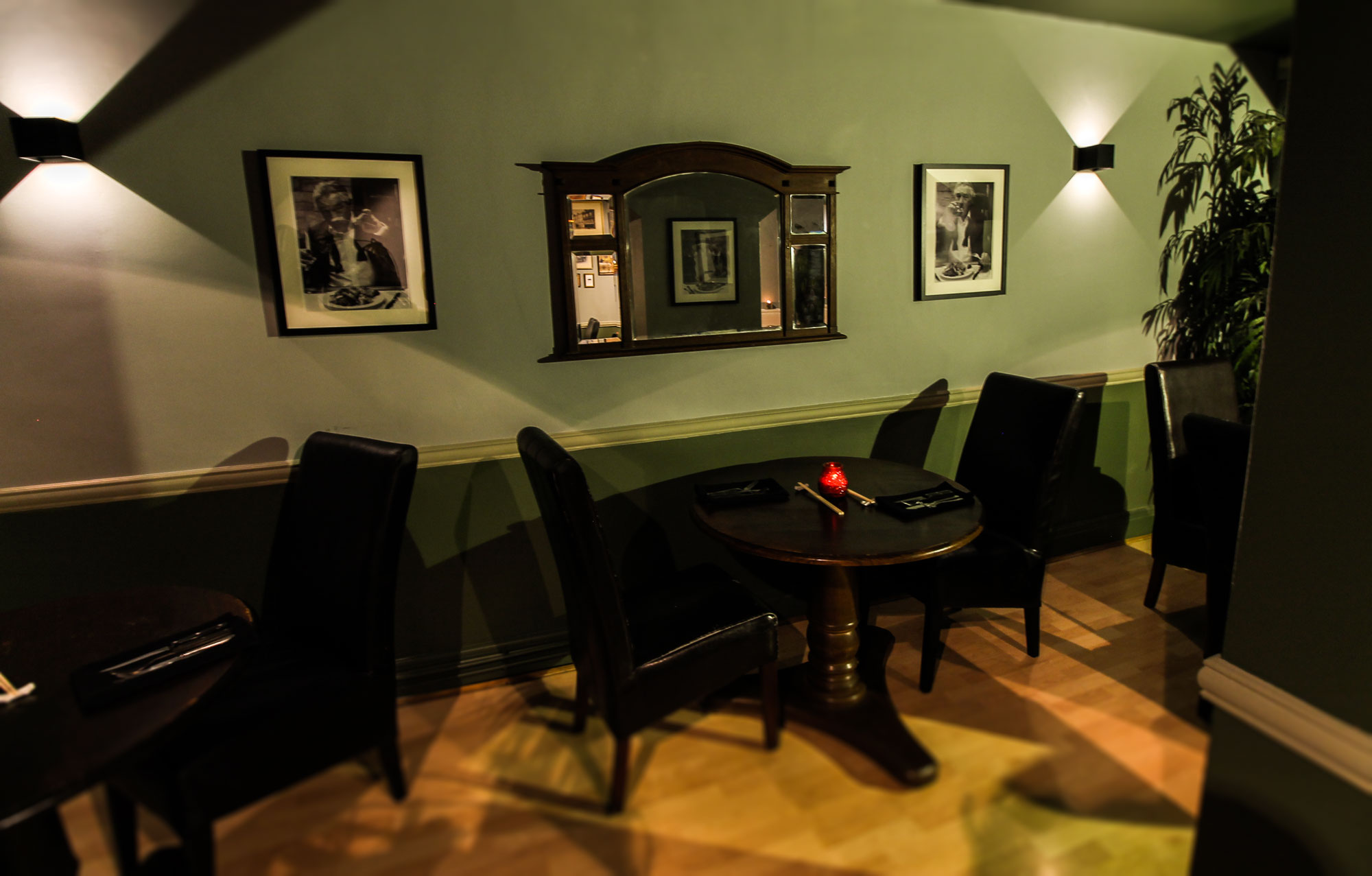 Tigers-Eye-Restaurant-Tables